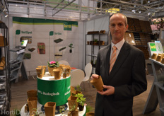 Fred Schenk from Fertil with a 100% ecological pot.
