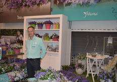 Piet Kuivenhoven from Addenda with the campanula flower.