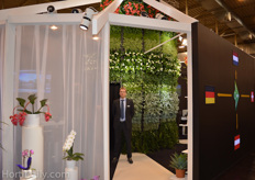 Jan Heemskerk from Opex, with remarkable booth.