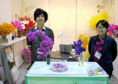 Duke Lai, Chienyen Orchids and Amelia Yin, Kaohsiung International Flower company, together representing Thai Orchid Growers.