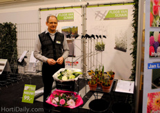 Floor van Schaik shows his new rack solutions. It's a clean and fresh way to present your containers, pots and flowers and the price is very friendly as well.